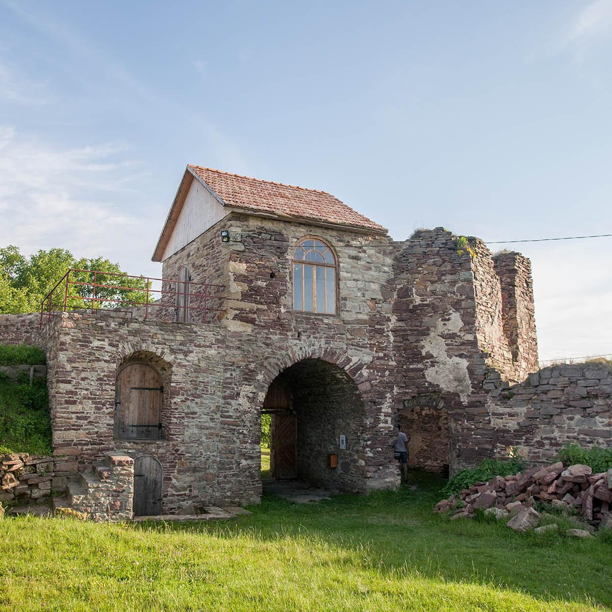Руїни підзамочківського замку